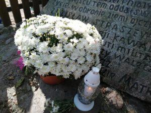 Żywa lekcja historii przy kamieniu upamiętniającym ppor. Zdzisława Straszewicza w Domosławiu – 24.09.2019 r.